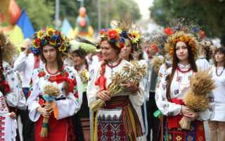 Украинский национальный костюм, народная мужская и женская одежда, шаровары, платья и рубашки, шерстяные плахты и вышитые сорочки