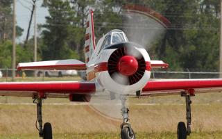 ЯК-52, аэродинамика и технические характеристики спортивно-учебного самолета: двигатель, винты и приборы в кабине, фигуры высшего пилотажа
